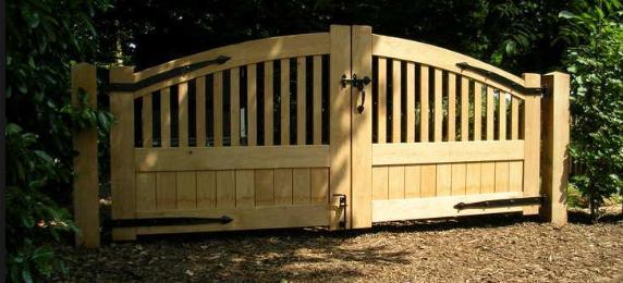 het hek naar de achtertuin