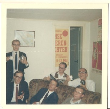 bovenste rij v.l.n.r. : Cees Kleemans, ,JvM ,Frans Neelen: ;onderste rij: v.l.n.r. onbekend, onbekend, Jos van Aert